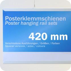 Plastikinių laikiklių komplektas plakatams, 420mm, su 2 kabliukais, balti (1 pora)